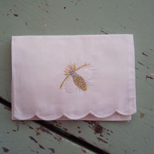 Bee tissue cozy
