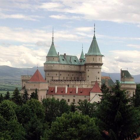 800pxslovakia_bojnice_castle_2004_h